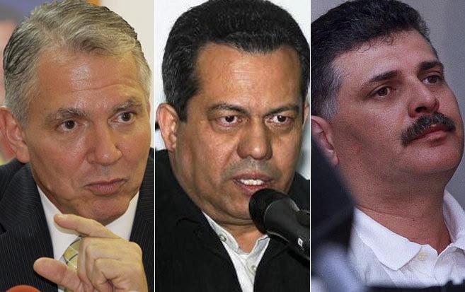 De izda. a dcha., Javier Alvarado, ex viceministro de Desarrollo...