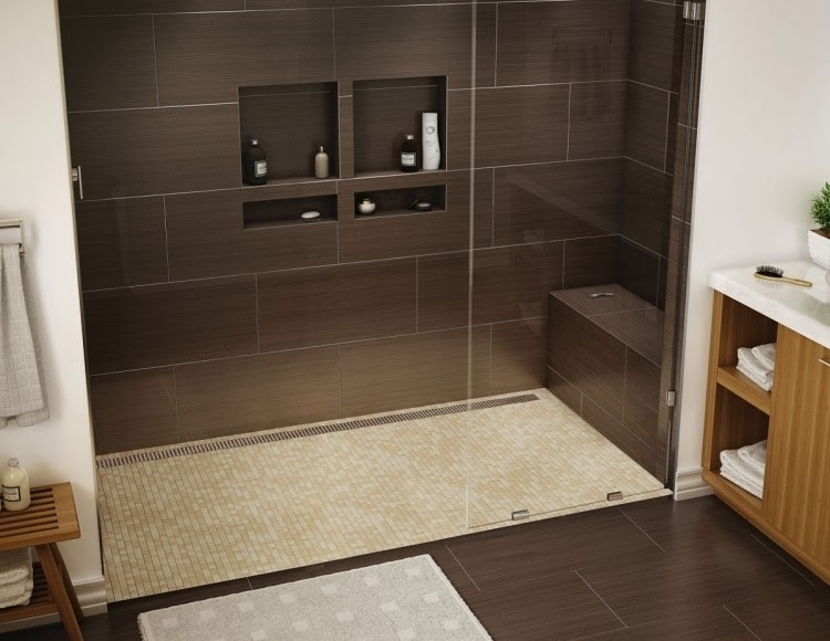 ebenerdige dusche dunkelbraun mosaikfliesen bodenbelag beige sitzbank gemauert nische glas waschtisch holz