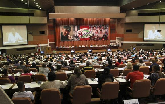 Preside Raúl Castro sesión plenaria del VIII Congreso de los Comité de Defensa de la Revolución. Foto: Ismael Francisco/Cubadebate.