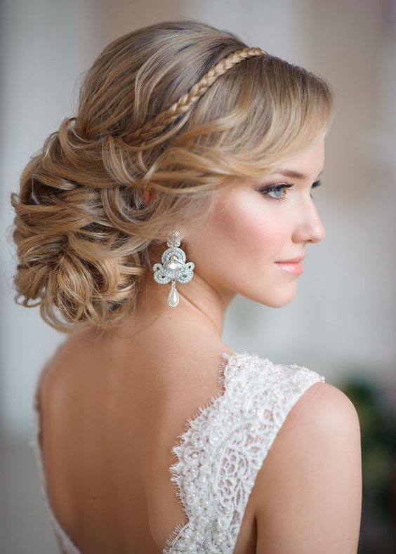 20 Fresh Updo Hairstyles For Prom - Feed Inspiration