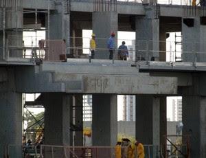 Estrutura suspensa do camarote da Arena das Dunas (Foto: Matheus Magalhães/GLOBOESPORTE.COM)