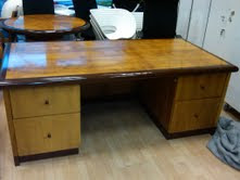 Yew veneer 200cm x 100cm executive desk(Great Condition)