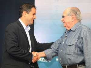 http://s2.glbimg.com/jCab6peNo2RrDIbS7GT0w3_R4sn06LxdzCm3bo-FfBxIoz-HdGixxa_8qOZvMp3w/s.glbimg.com/jo/g1/f/original/2012/10/27/5-4-eleicao_municipal_2012_debate_na_radio_mirante_am_entre_os_candidatos_a_prefei.jpg