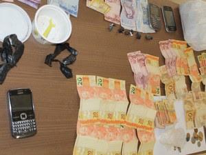 Dinheiro apreendido duranta a operação (Foto: Divulgação Polícia Civil)