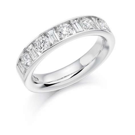 18ct White Gold 1.5ct Round Brilliant Cut & Baguette Cut