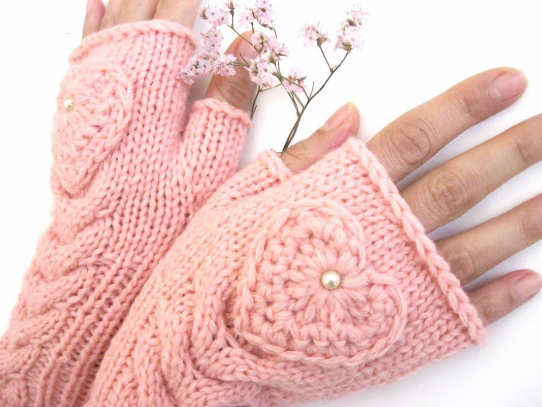 TENDER LOVE...   Pink Fingerless Gloves with a  HEART - Rumina