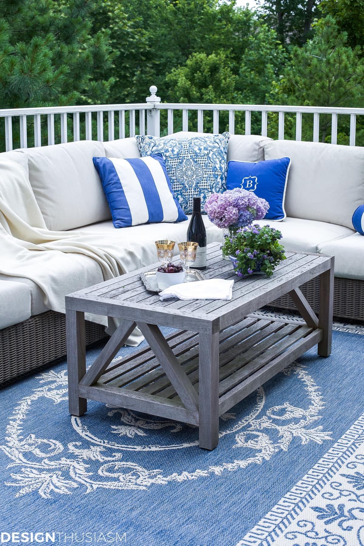 Outdoor Lounge | How One Piece Can Pull Your Patio Decor Together - designthusiasm.com