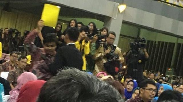 Ketua BEM UI Tolak Tawaran Umrah, Tak Disangka Begini Balasan AMI Foundation
