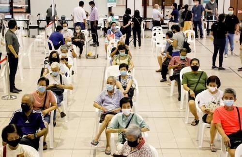 """""""La vida no ha mejorado tanto como esperábamos"""": el brote de Singapur empeora con un 80% de personas vacunadas"""