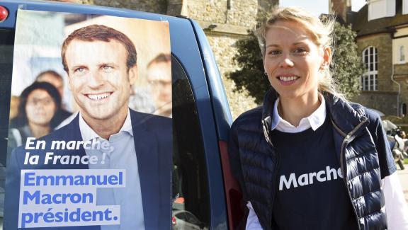 La fille de Brigitte Macron, Thiphaine Auzière, en campagne au Touquet, le 6 avril 2017.