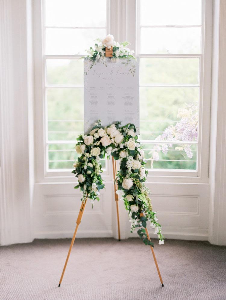 Der Veranstaltungsort Dekor war Recht einfach und neutral zu machen wisteria abheben