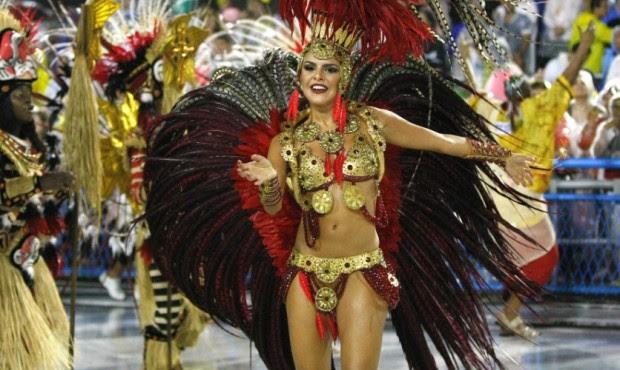 Paloma Bernardi vem sendo cobiçada pelo público masculino