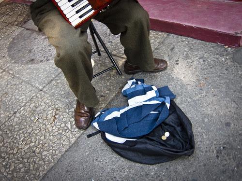 Música por Juan R. Velasco