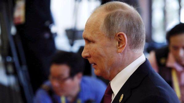 """Russia, il presidente Vladimir Putin vara la legge contro i media """"stranieri"""""""