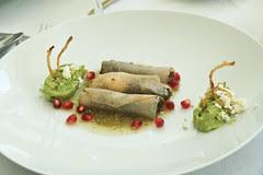 Tostadas chapulines con huitlacoche
