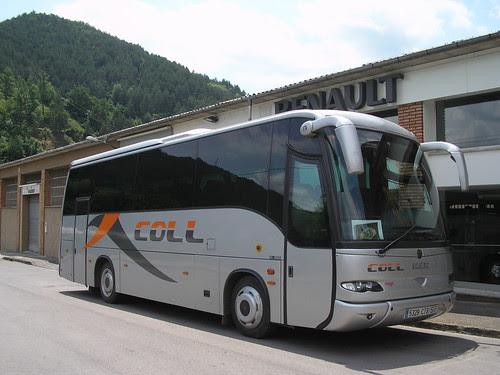 Autocar de l'empresa COLL a Ripoll (GIrona)
