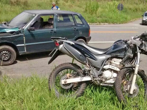 Motociclista fica gravemente ferido após ser atingido por carro em Cruzeiro (Foto: Reprodução/Mix Vale)