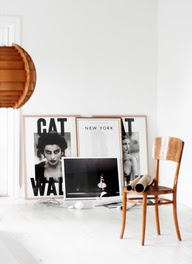 Brown wood tones add warmth to the graphic black and white. Mokkasin inspiration.