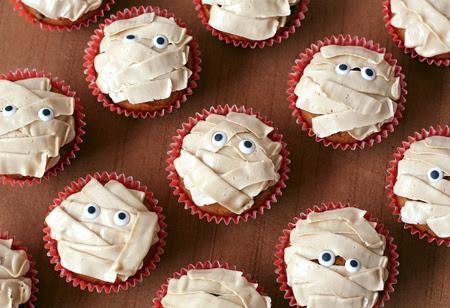 "Pumpkin ""Mummy"" Cupcakes"
