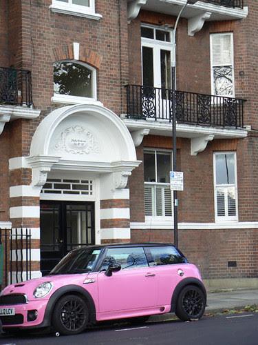 voiture rose.jpg