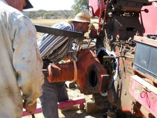 Installing Farmall 806 Trator Axle