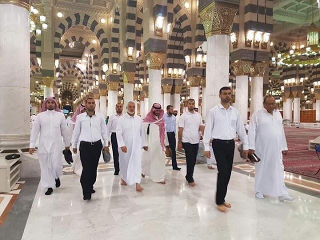 شاهد بالصور :  إسماعيل هنية في المسجد النبوي بالمدينة المنورة.