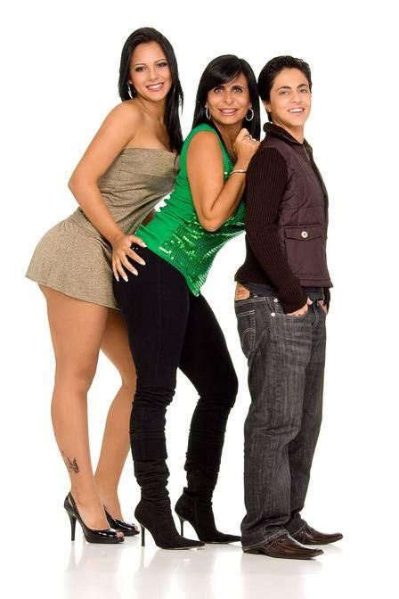Thammy com a mãe, Gretchen, e a prima, Caroline Miranda, em 2008
