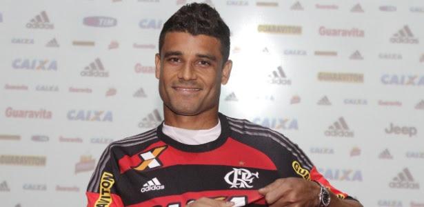 O meia Ederson deve estrear pelo Flamengo na partida contra o Atlético-PR