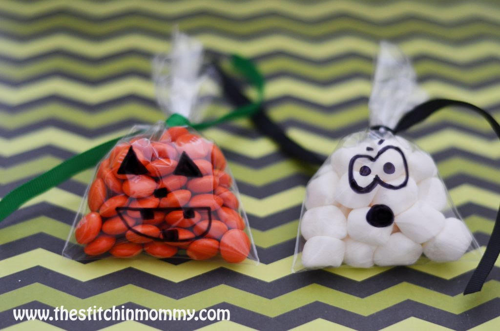 Quick and Easy DIY Halloween Treat Bags www.thestitchinmommy.com