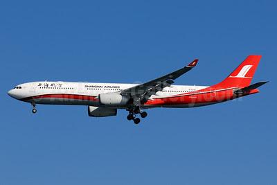 Shanghai Airlines Airbus A330-343X B-6096 (msn 862) HND (Akira Uekawa). Image: 921861.