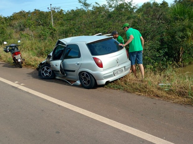 Motorista que seguia na pista contrária não se feriu (Foto: Leandro Silva/ Arquivo Pessoal)