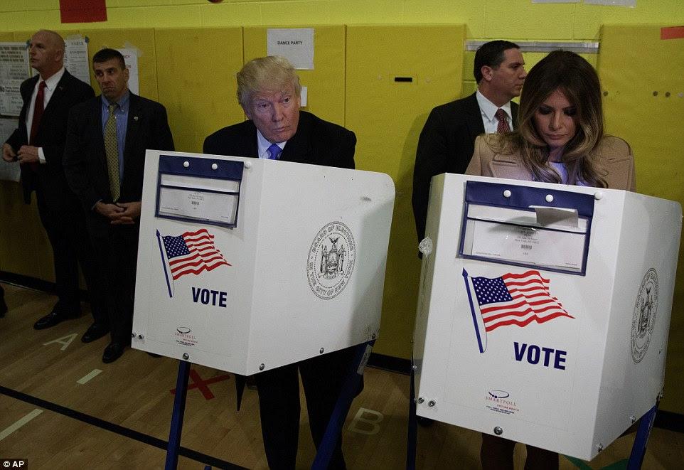 Trump e sua esposa Melania seus votos juntos em pelo PS-59 Nova York na terça-feira