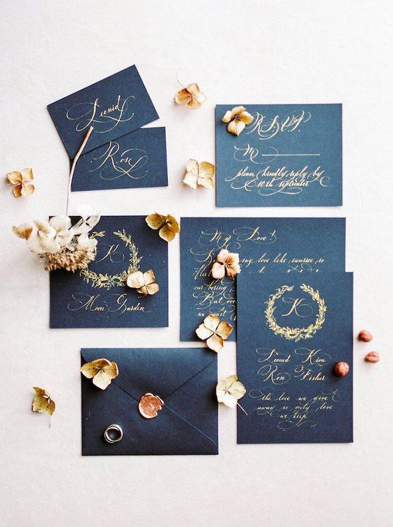 schwarz und gold Hochzeit lädt mit Dichtungen sehen sehr elegant und zeitlos