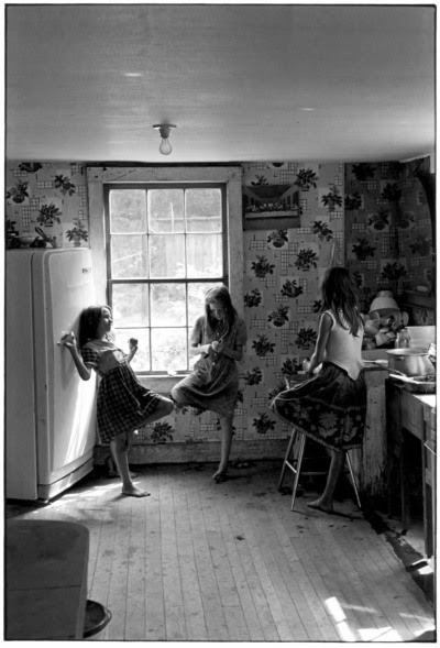 kimball-diamond-usa:  Three girls in kitchen, 1980 by William Gedney  Duke University Collections