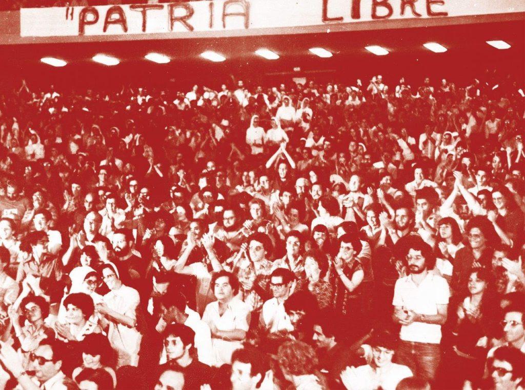 """Padres, freiras e militantes das Comunidades de Base constituíram a maioria da assistência que compareceu à """"Noite Sandinista"""" na PUC."""