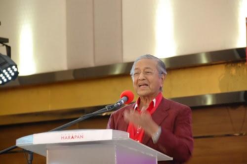 Kerja kami kurangkan hutang Najib - Tun M
