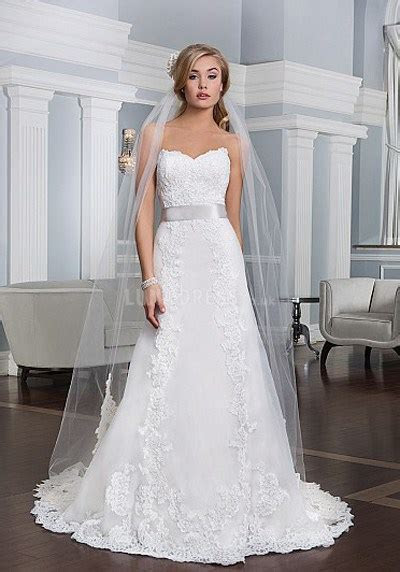 Flattering wedding dress styles for petite brides
