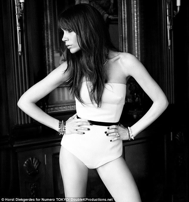 Mama quente!  Victoria Beckham parece sensacional em underwear corset branco por Rochas na edição de março da revista Numero, edição japonesa