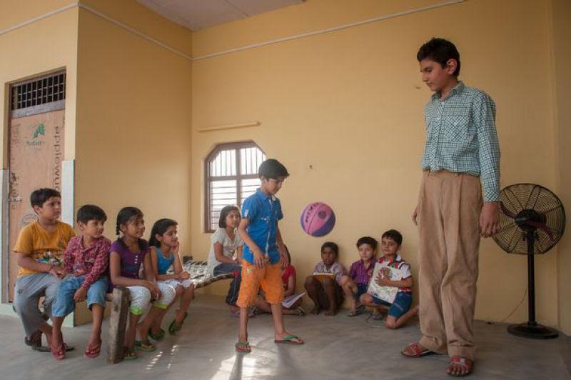 O menino de 8 anos mais alto do mundo mede 2,10 metros 04
