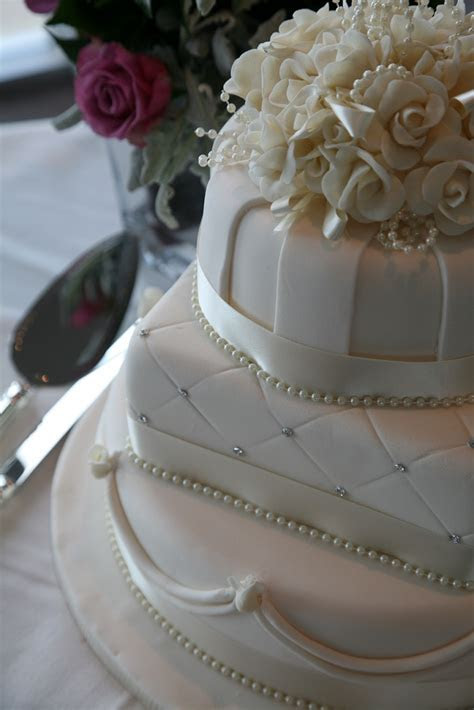 Elegant and Vintage wedding cakes Melbourne ? Regnier Cakes