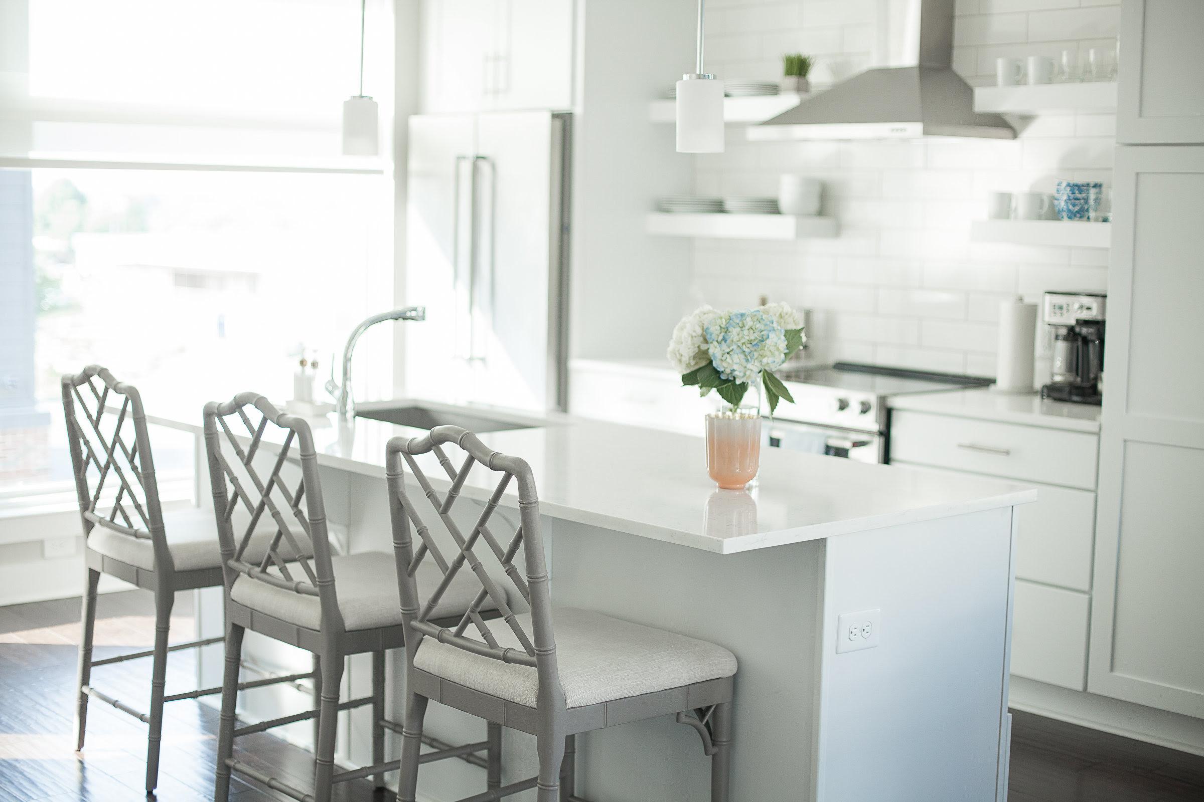 Galeri Ballard Design Dining Room Sets