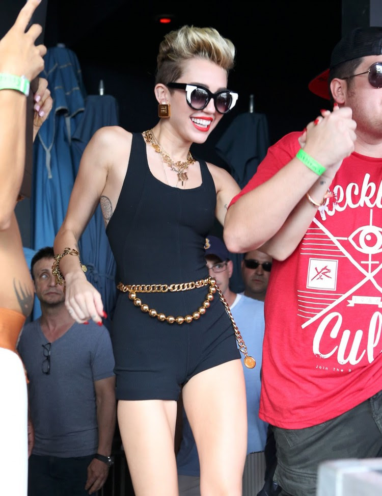 Miley-Cyrus-iHeart-Radio-Ultimate-Pool-Party-in-Miami-Beach-Pictures-Images-1