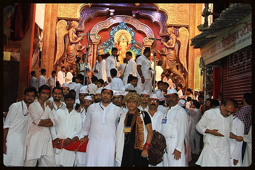 Lalbagh Chya Raja Calls Me For His Darshan On Visarjan Day 2013 by firoze shakir photographerno1