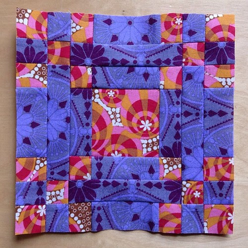 Looking at these blocks makes me feel a little warmer. Hen and Her Chicks block #ponyclubquilt #annamariahorner