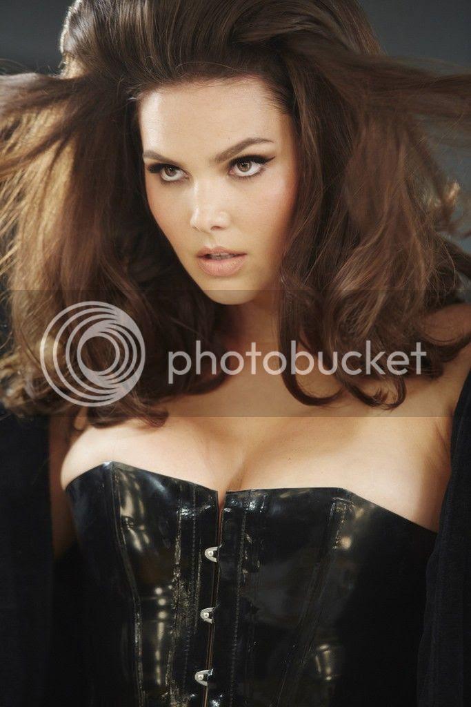 photo Candice-Huffine-2015-Pirelli-calendar_zps996e0933.jpg