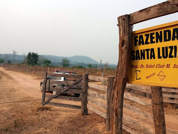 Corpos dos procuradores estavam em uma pastagem perto da fazenda, em Vila Rica (Foto: Assessoria/Polícia Civil de MT)
