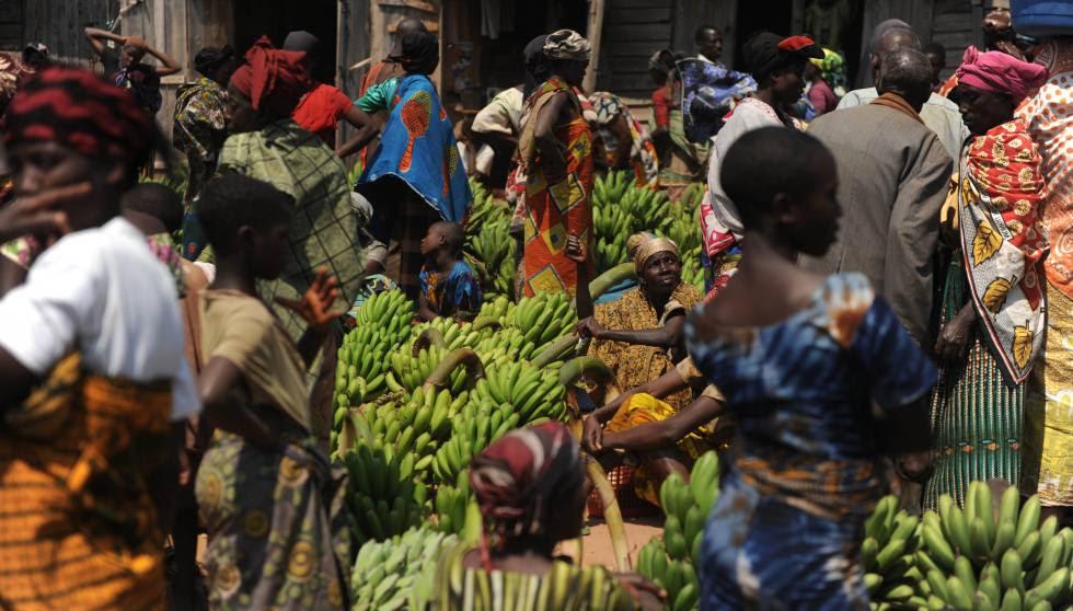 Venta de bananas en el mercado de Kigoma (Tanzania).