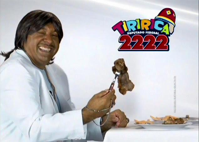 Tiririca se fantasia de Roberto Carlos para campanha eleitoral