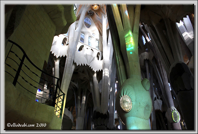 2 interior Sagrada Familia