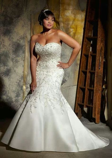 Strapless wedding gown for the full figured bride